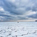 Widok Zatoki Gdańskiej pokrytej krą.